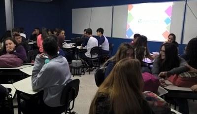 Projeto do Núcleo de Humanidades e Linguagens incentiva a prática do idioma em atividade que expõe benefícios do voluntariado