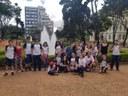 8º ano vai à Praça da Liberdade para buscar inspiração e escrever crônicas