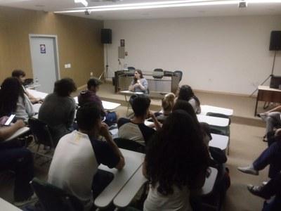 Estudantes do Ensino Médio participam de debate sobre literatura