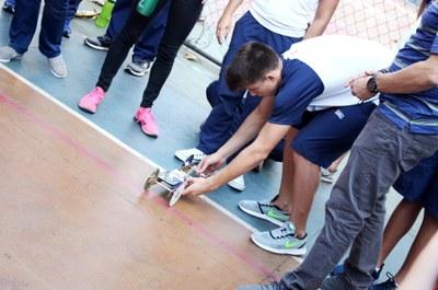 No programa de Iniciação Científica, os alunos desenvolvem um projeto usando os conceitos aprendidos em sala de aula