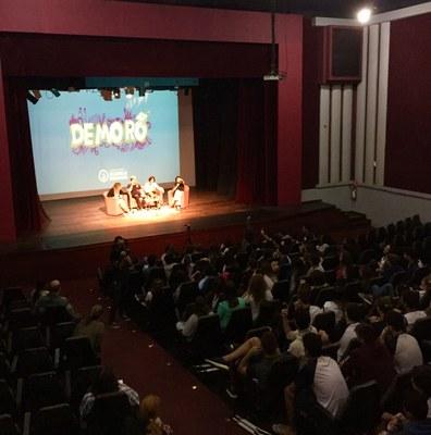 Programa Demorô ajuda os estudantes do Izabela a debaterem sobre temas importantes